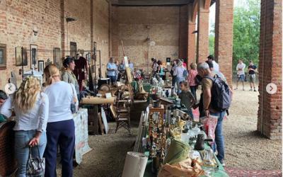 mercatino oggetti antichi