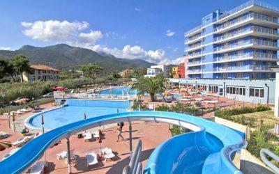 scivolo in piscina hotel per famiglie Liguria
