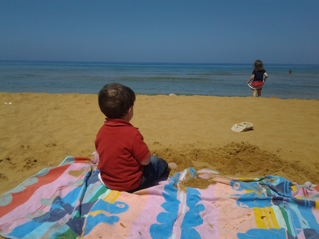 Malta-spiaggia-bimbo