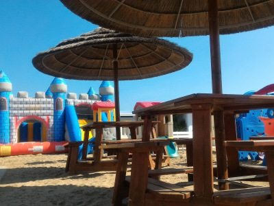 spiaggia giochi bambini