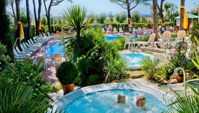 resort sul mare in veneto con piscine e pineta