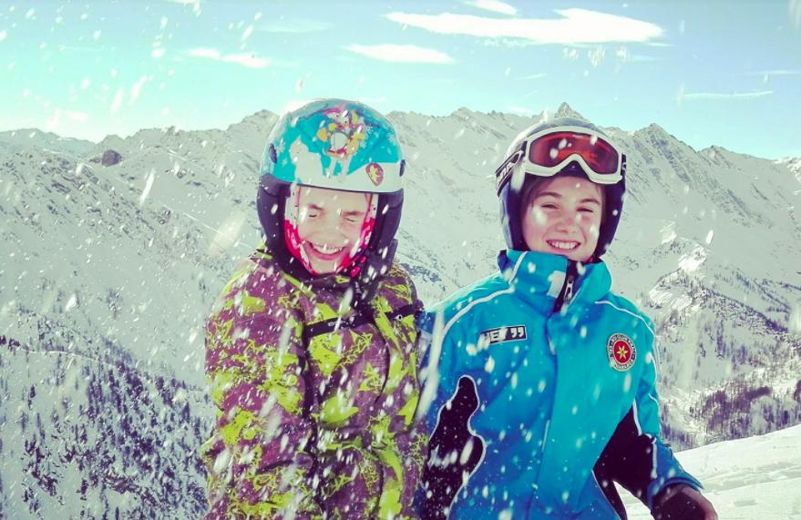 divertimento sci sulla neve